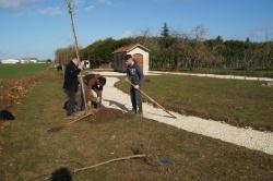 07-02-2019 plantation de la haie fruitièe(5).jpg